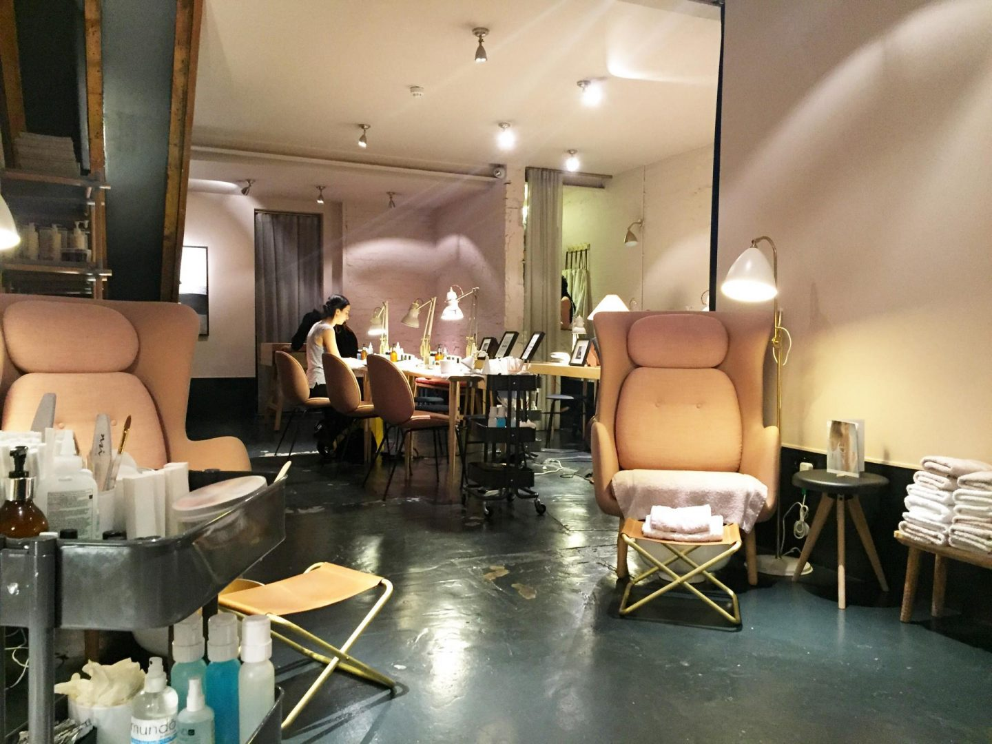 The perfect nail salon and blow dry bar in london dryby - Nail salons in london ...